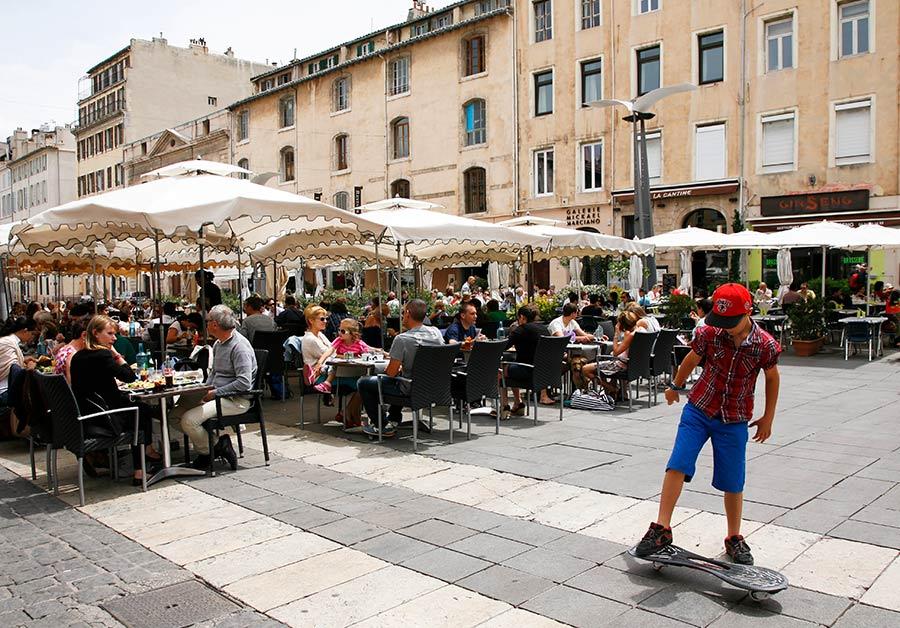 Cours Honore d Estienn, bares Marsella, bares puerto