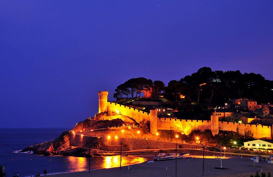 castillo tossa mar, costa brava, viajar sola
