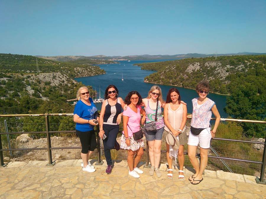 tacones viajeros, agencia de viajes para mujeres, viajar sola en grupo