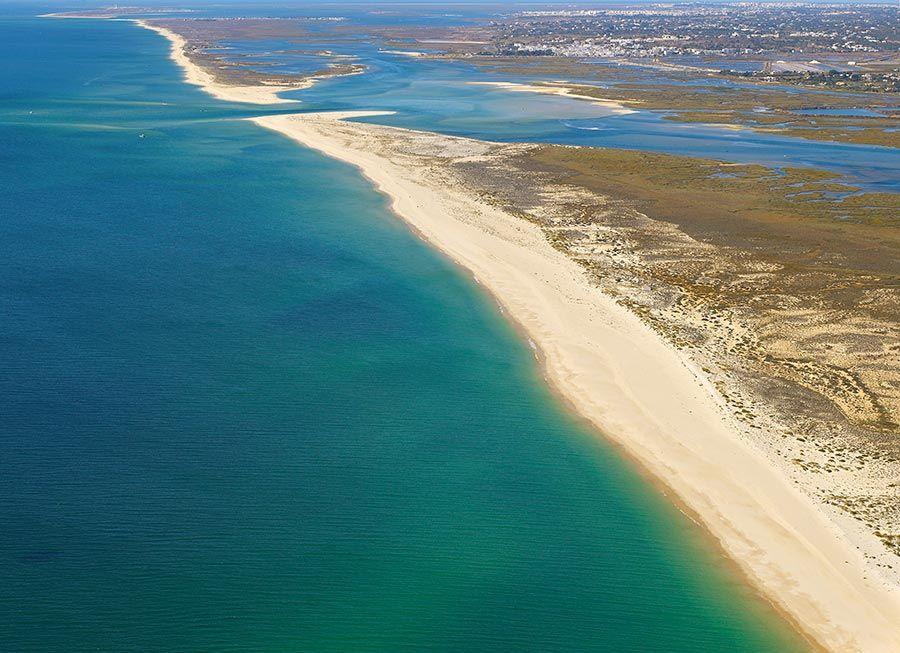 playas del algarve hombre desnudo