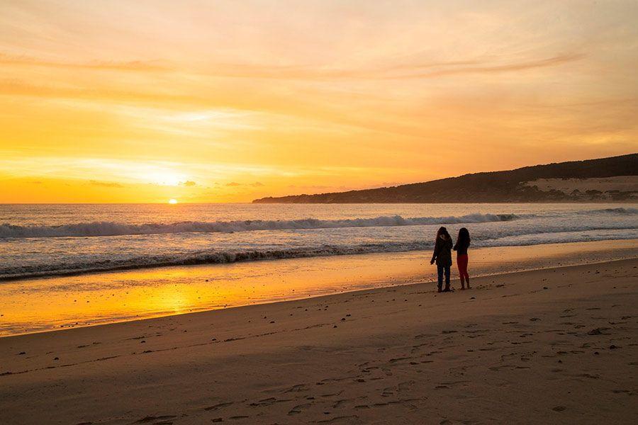 playa valdevaqueros, playa tarifa, viaje amigas