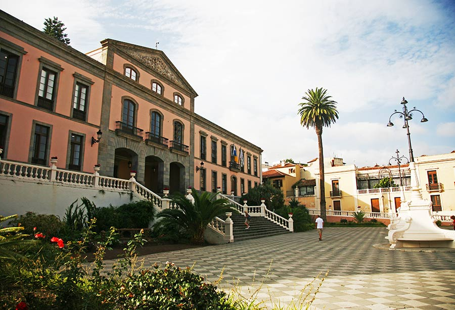 plaza ayuntamiento, la orotava, viaje mujeres