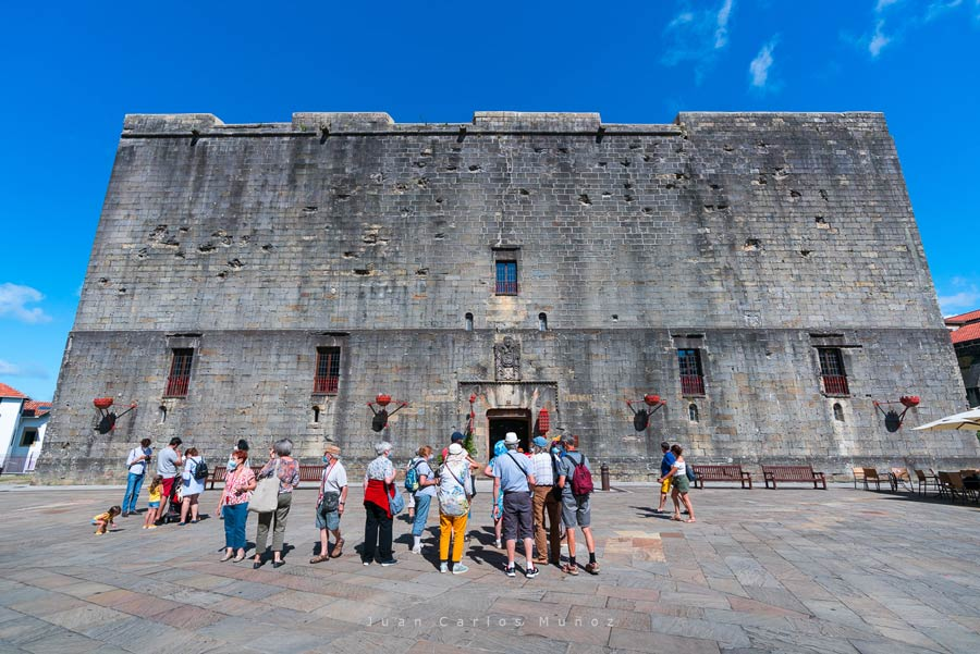 castillo emperador carlos V, rutas pais vasco
