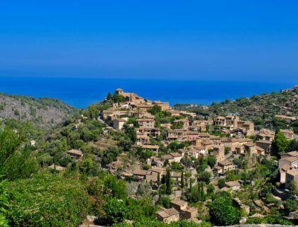 que ver en deia, vista de deia, viaje a Mallorca, famosos de mallorca
