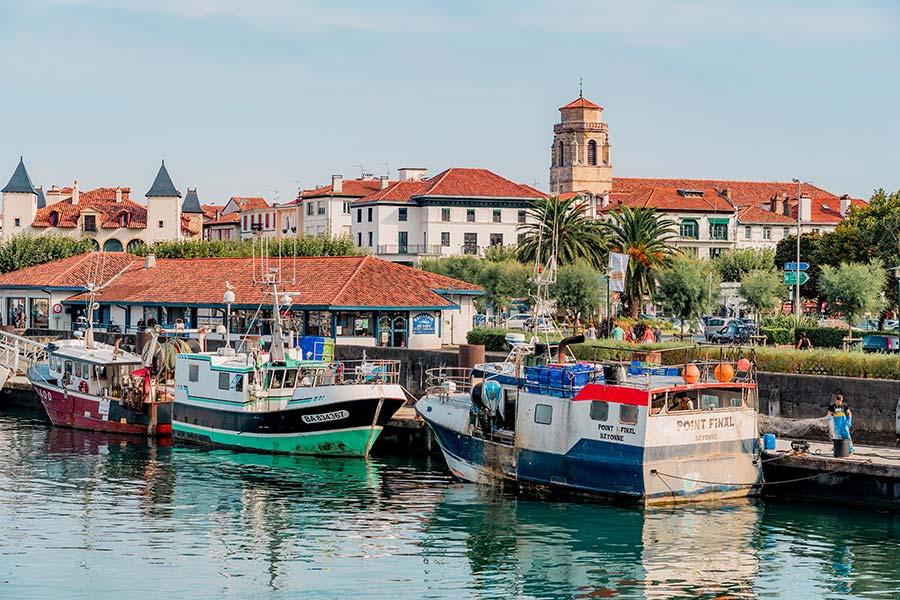 Puerto de San Juan de Luz en pais vasco frances
