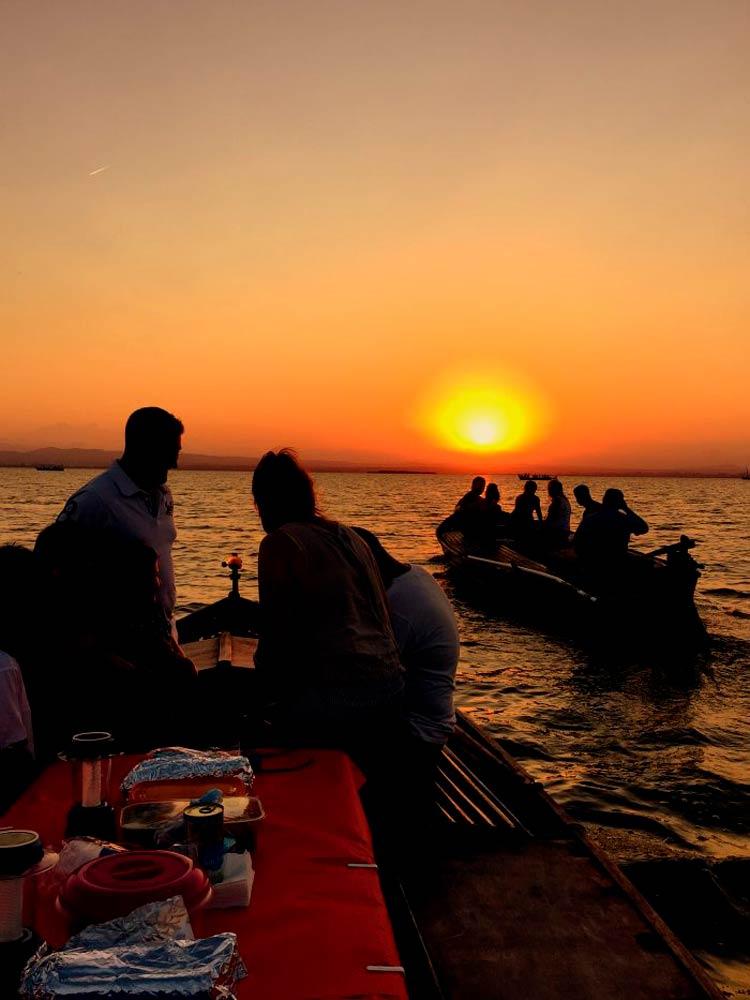 el mejor plan pasear en barca por la albufera valencia