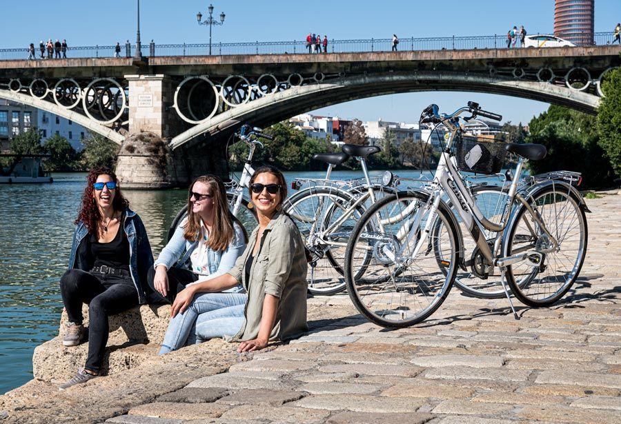 ruta por sevilla en bici con amigas