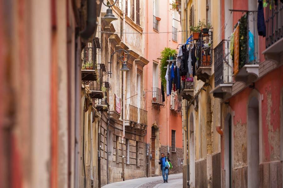 calles solitarias de Cagliari