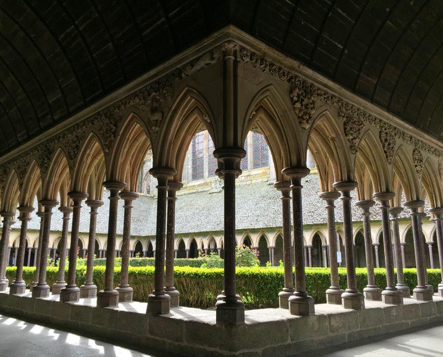 claustro de abadia de mont saint michel