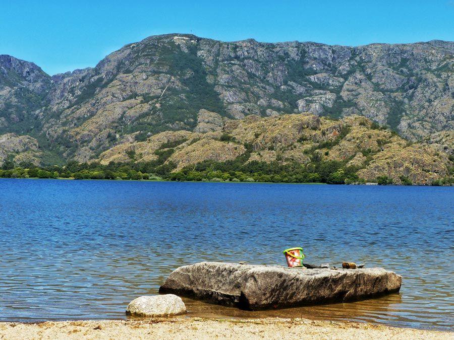 lago de sanabria desde playa de los enanos
