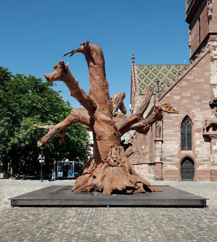 arbol de hierro del artista Ai Weiwei