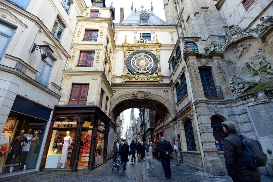 torre del reloj en ruta impresionista de rouen
