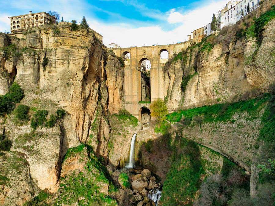 El Puente Nuevo de Ronda es su imagen más característica.