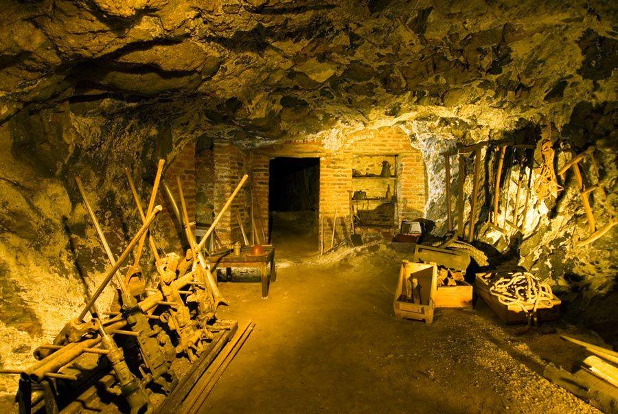 interior mina almaden