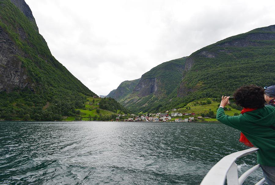 paisaje fiordo noruego