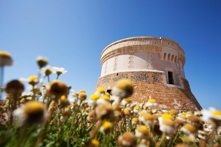 torre vigia de fornells una de las visitas originales en menorca