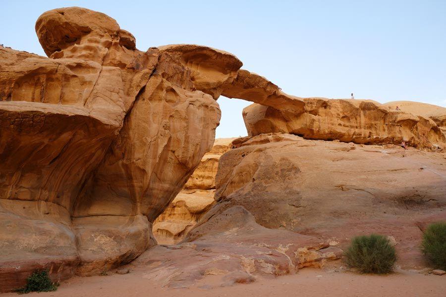 puente piedra desierto jordania