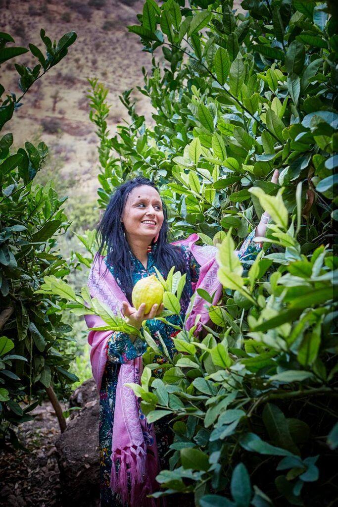 Najat Kaanache con limones