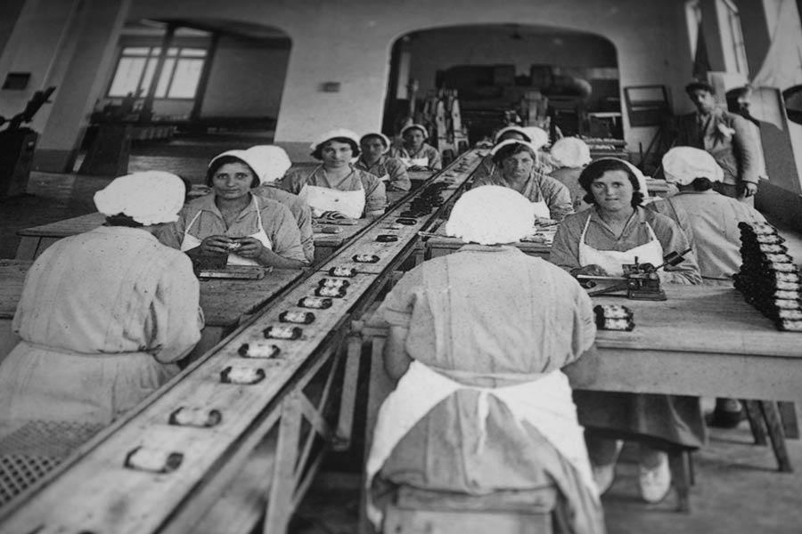 mujeres en la fabrica de jabones la toja