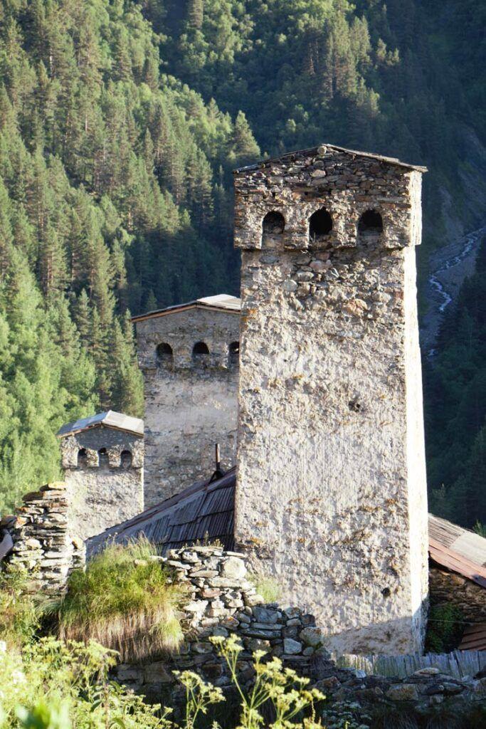 torre de svanetia en georgia