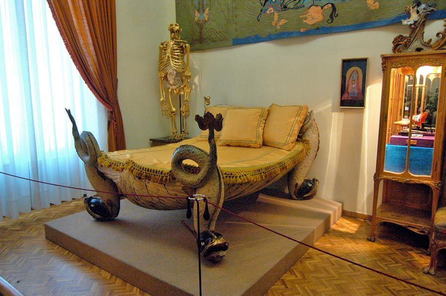 dormitorio de gala y dali en el teatro museo de figueres