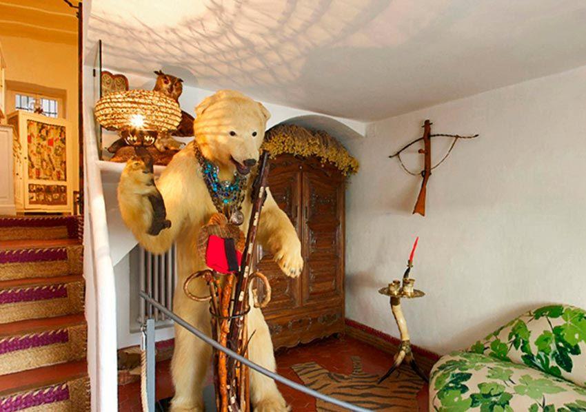 Oso disecado en la Casa museo Dalí en Portlligat