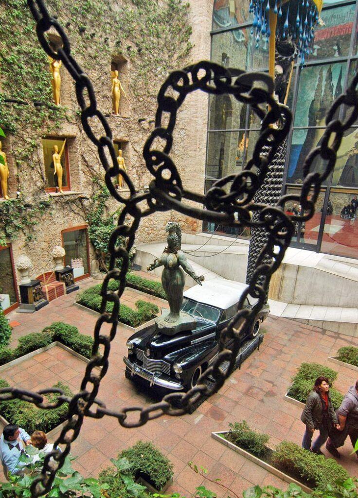 El taxi lluvioso y la reina Ester museo dali figueres