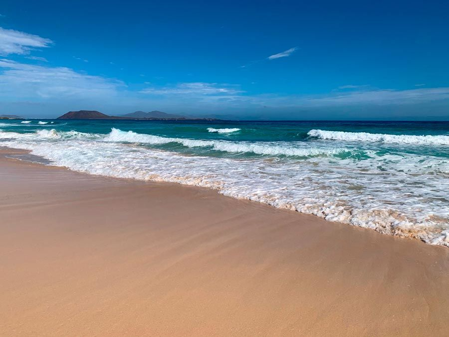 playa de corralejo para un fuerteventura con amigas