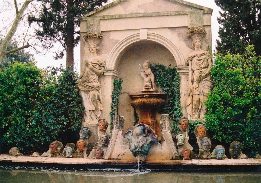 jardin del castillo de gala triangulo daliniano