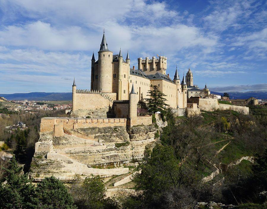 alcazar de segovia uno de los lugares imprescindibles que ver en Segovia