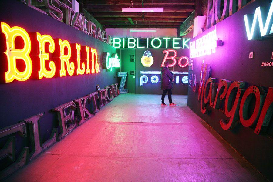 museo de los neones en Varsovia