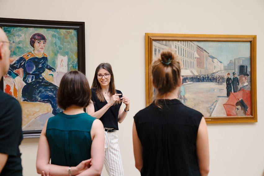 mujeres en visita cultural en suiza