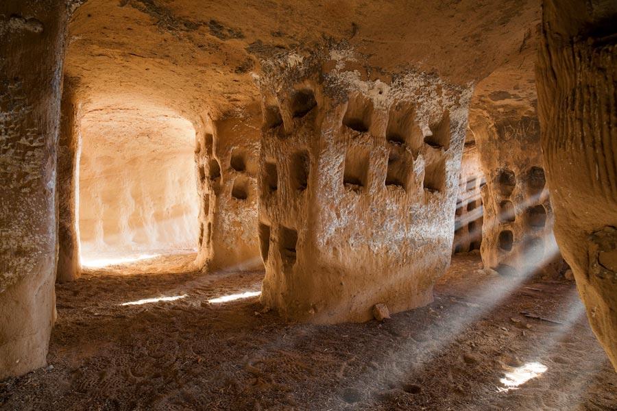 cueva cien pilares excursion de un dia  la rioja