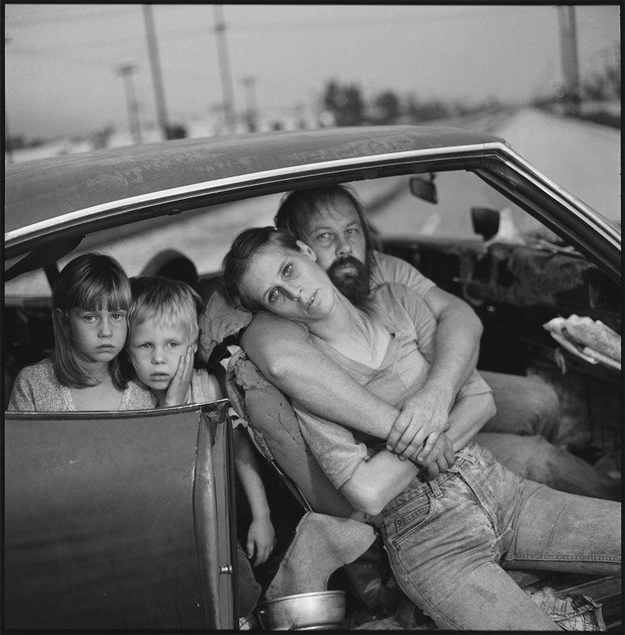 familia damm en su coche Mary Ellen Mark