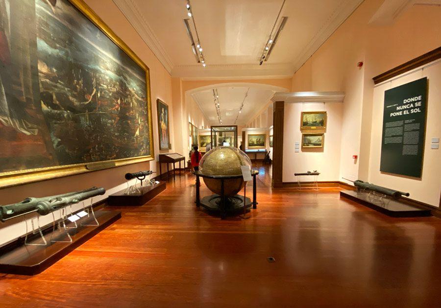 sala permanente de museo naval