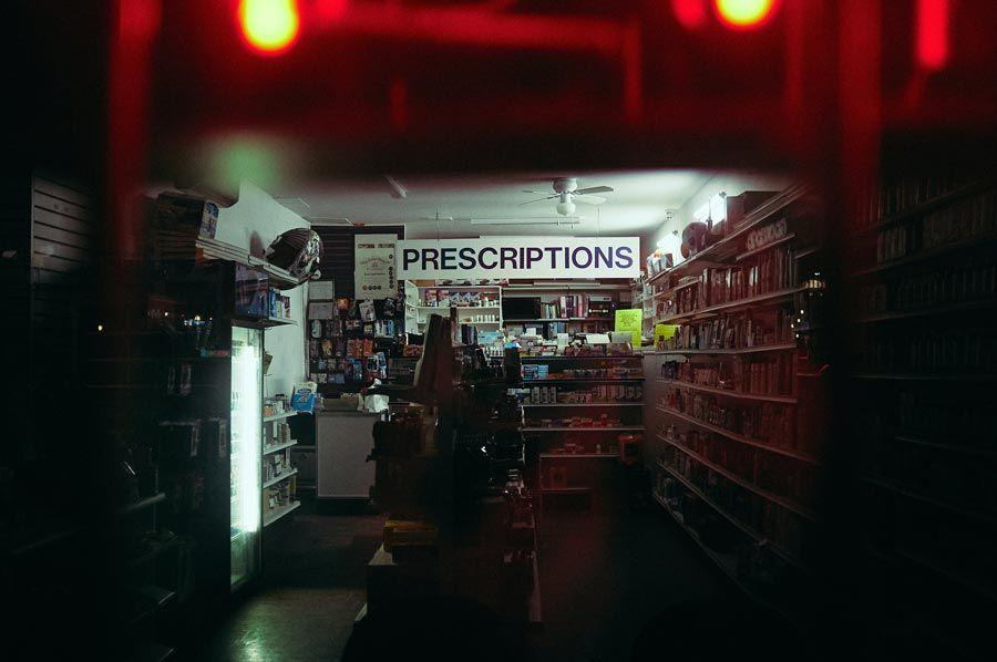 farmacia con medicinas