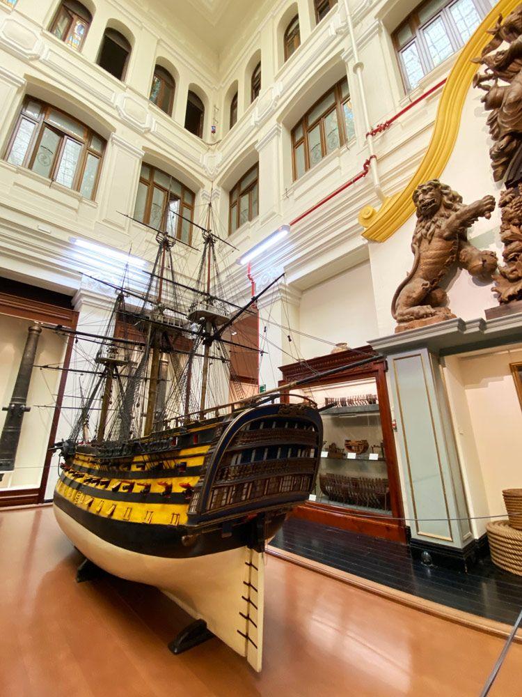 barcos a escala en museo naval