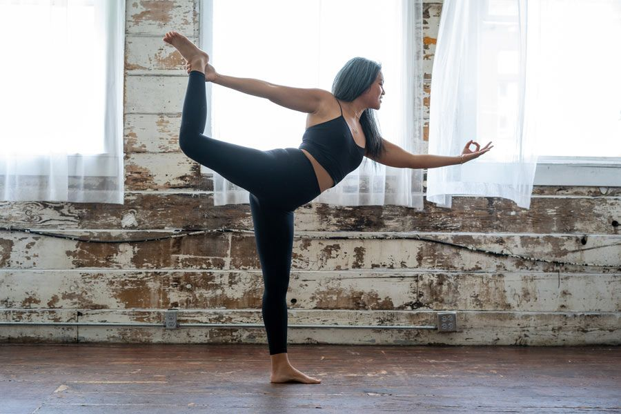 mujeres en yoga