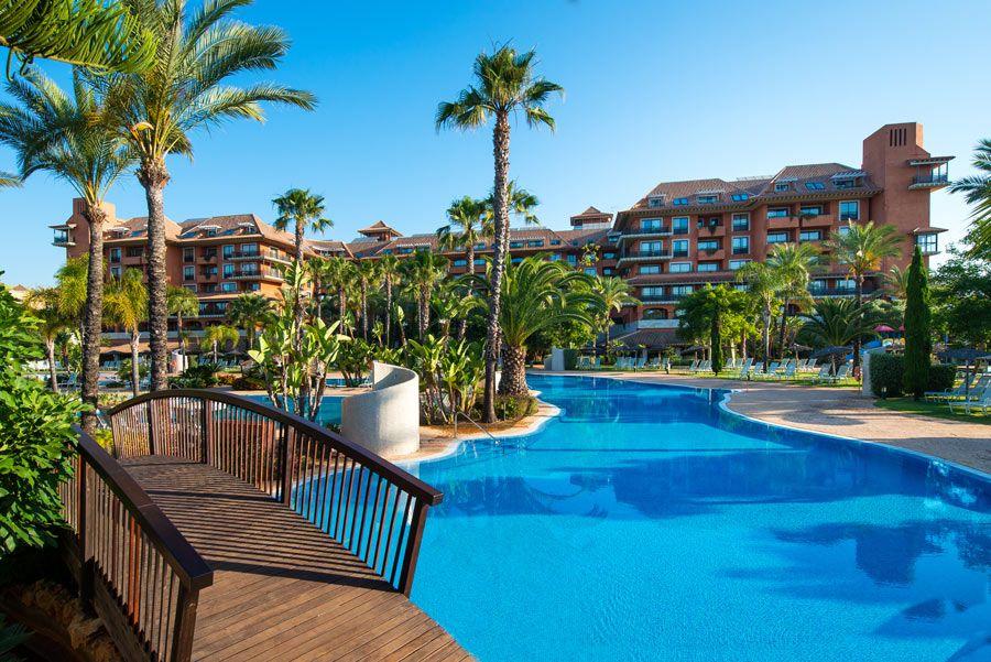 piscina del Puerto Antilla Grand Hotel