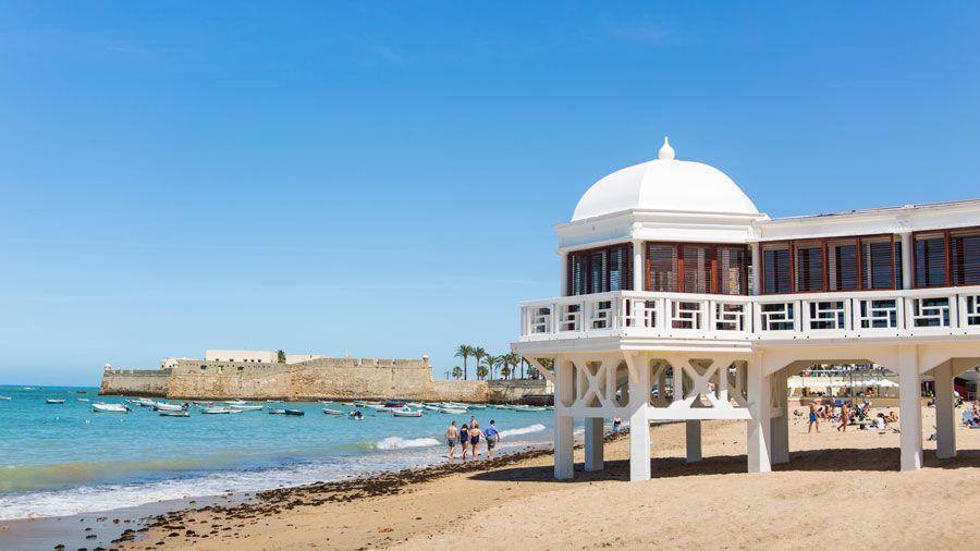 Balneario de Nuestra Señora de la Palma y del Real en La Caleta.