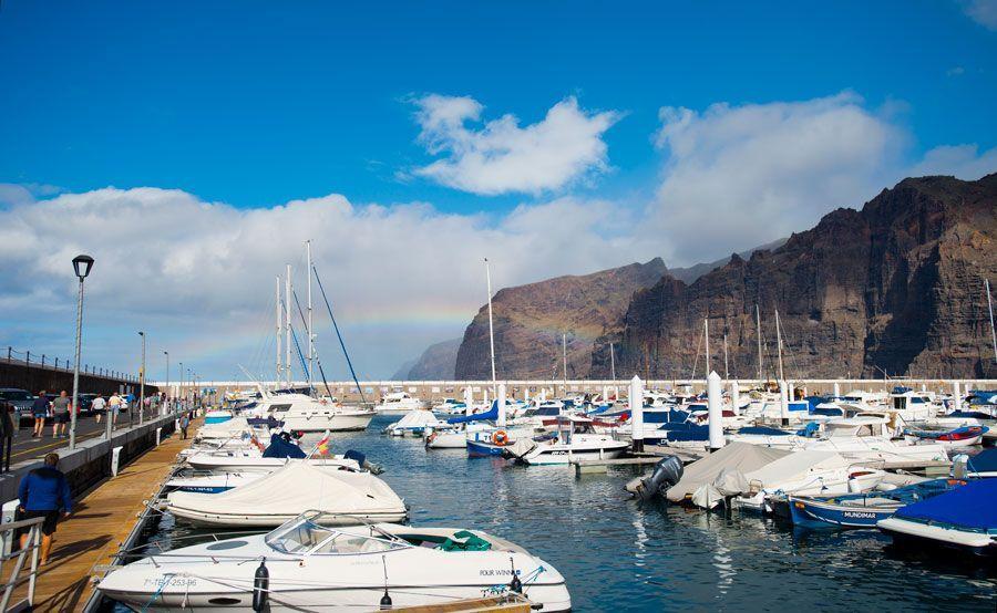 Puerto y acantilado de Los Gigantes en Tenerife.