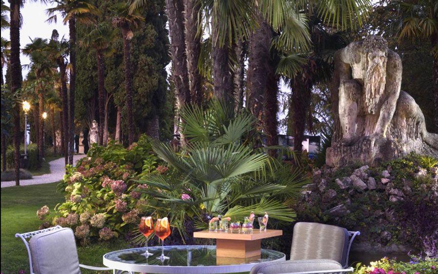 Aperitivo jardines Hotel Villa Cortine