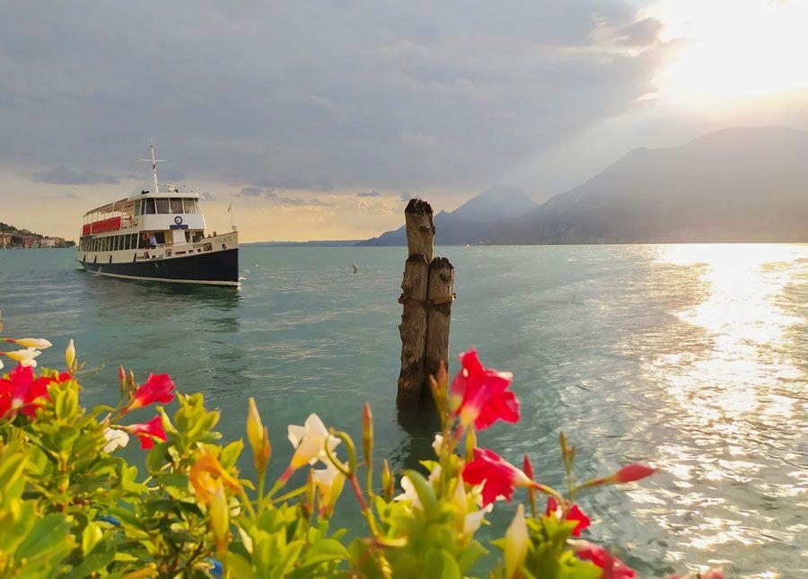 ferry a Assenza lago garda