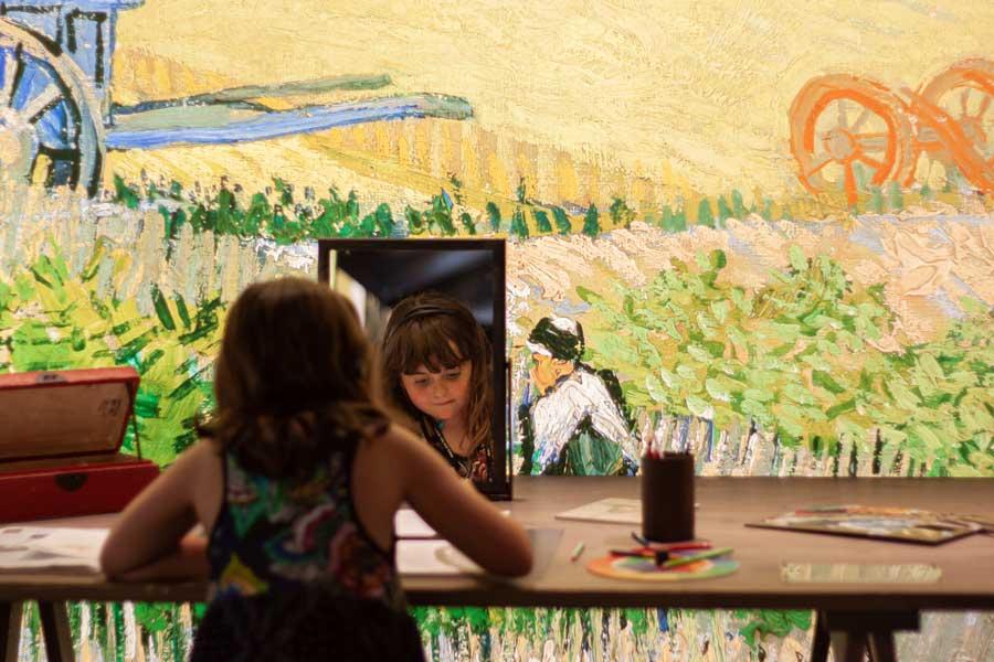 Autorretrato en la exhibición Meet Vicent van Gogh