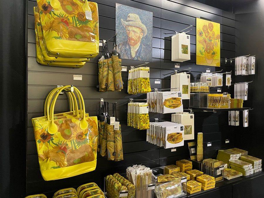 Artículos de la tienda de la exhibición Meet Vicent van Gogh