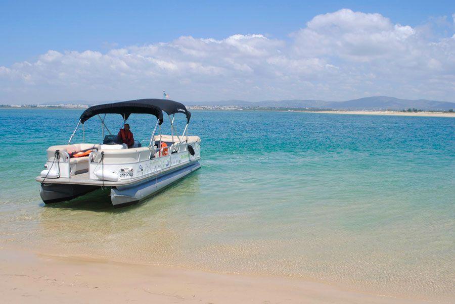Barco para excursión por la ría Formosa.